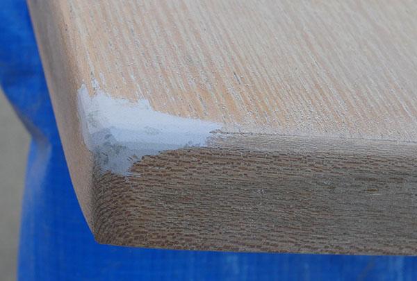 天板隅の欠けをパテで整形2