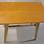 古いテーブルの再生~堅牢化と再塗装