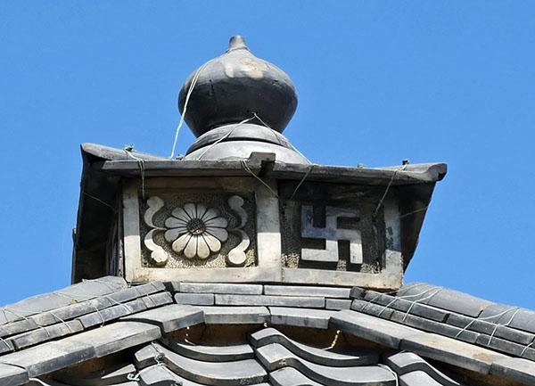 地蔵堂屋根頂部の飾り瓦