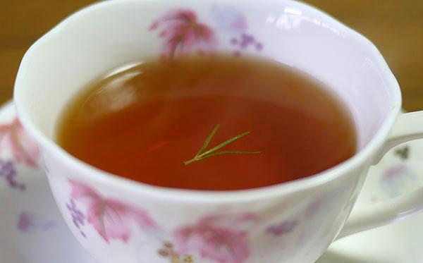 紅茶にローズマリー拡大2