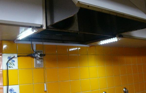 キッチン棚下照明