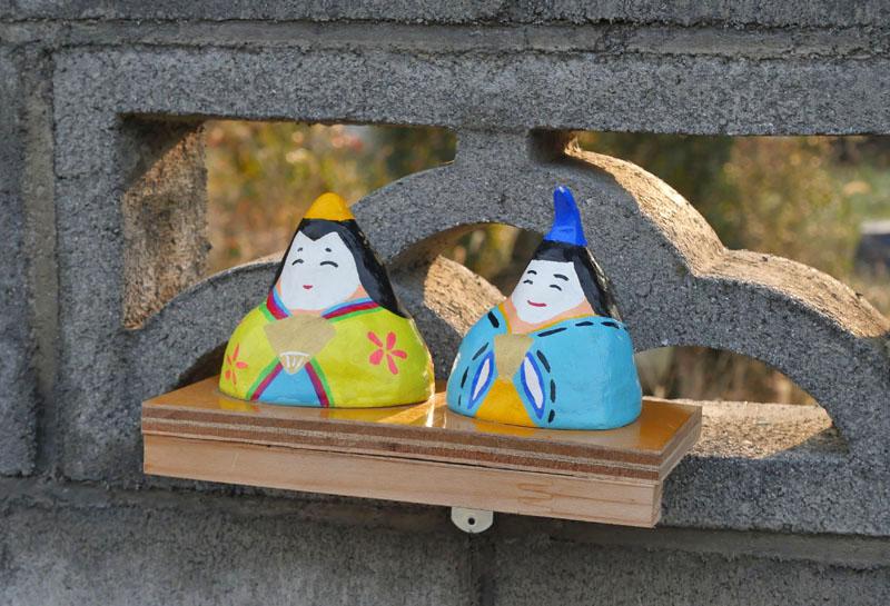 ブロック塀とひな人形2