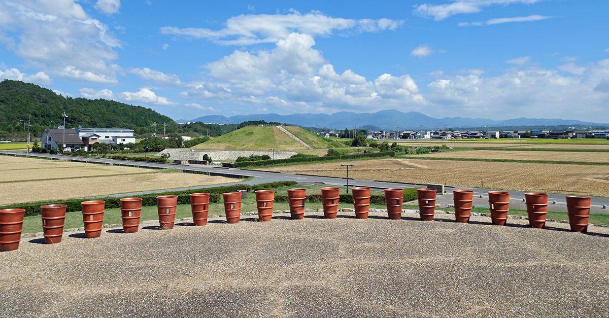久保田山古墳の上から天乞山を眺望
