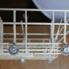 食洗機(食器洗い乾燥機)の修理-食器かごの車輪が取れた