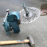 刈り払い機の刃を止めているボルトが堅いのを緩める