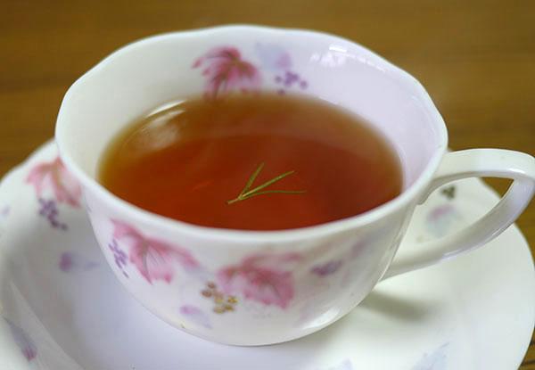 紅茶にローズマリー2