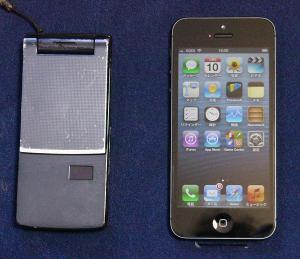 新旧携帯電話機_カバー無し