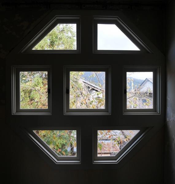 八角形の飾窓
