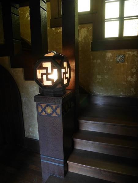 階段と飾り照明