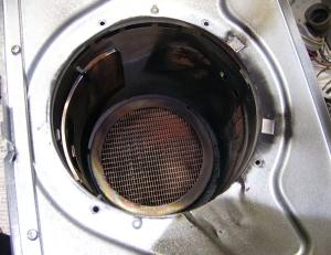 保炎板ユニットを抜いた燃焼筒